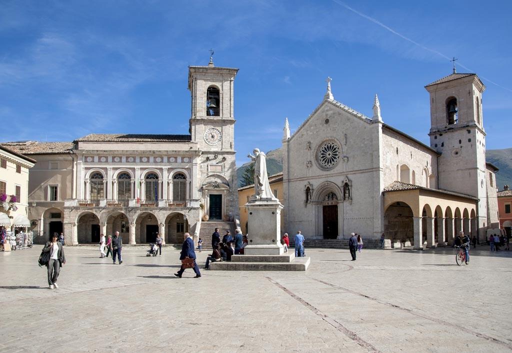 Norcia,-Piazza-San-benedetto