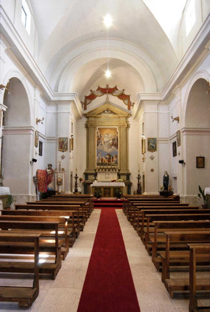 interno_chiesa_s_salvatore_usigni_poggiodomo